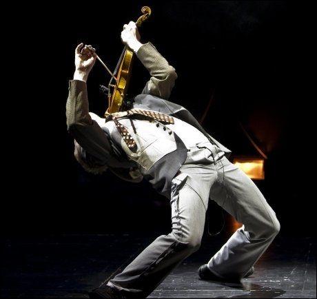 SPEKTAKULÆRT: Kombinasjonen fiolin og dans med Frikar. Foto: Erik Berg