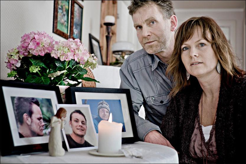 MISTET SØNNEN: Unni Tobiassen Lie og Håkon Lie mistet sønnen Benjamin Lie 22 år gammel som følge av feil på sykehuset. Han skulle bare opereres etter benbrudd, men døde av overdose av medisiner og manglende tilsyn. Foto: Krister Sørbø
