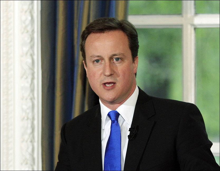 PÅ FRIERFERD: De konservatives leder David Cameron ønsker å samarbeide med Liberaldemokratene for å få en styringsdyktig regjering på plass. Foto: AP Photo/Lefteris Pitarakis, Pool Foto: Foto: