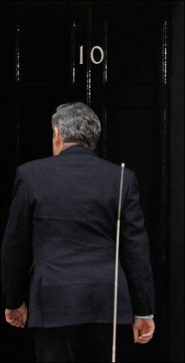 SLUKØRET: Statsminister Gordon Brown og hans parti Labour er valgets taper. Foto: AFP