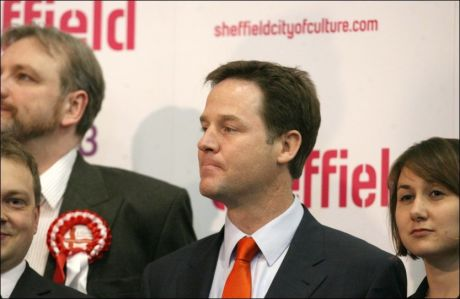 SKUFFET: Liberaldemokratenes leder Nick Clegg innrømmer at han er skuffet over valgresultatet. Foto: EPA