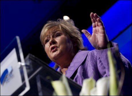 TAPTE: Høyres partileder Erna Solberg ville beholde fedrekvoten inntil videre, men ble nedstemt. Foto: Scanpix