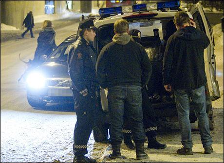 - TAR IKKE BAKMENNENE: Rapporten fra Riksrevisjonen peker på en rekke punkter hvor politiets kamp mot de organiserte kriminelle svikter. Her er tjenestemenn fra Oslo-politiets seksjon for organisert kriminalitet i aksjon. Foto: Arkivbilde: VG