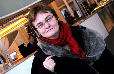 BER DEG TA GREP: Fornyingsminister Rigmor Aasrud, som i ly av sitt verv på sett og vis er landets it-minister, vil ha deg til å ta frem den digitale vaskekluten. (Foto: Leif Martin Kirknes)