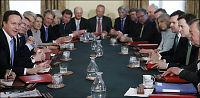 Britiske ministre starter hestekuren - kutter i egen lønn