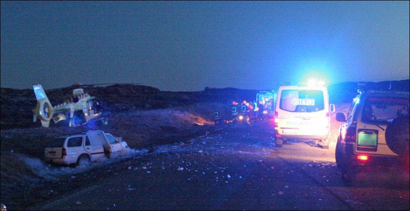FATAL ULYKKE: Én ungdom mistet livet og fem ble skadet i ulykken på Frøya sent onsdag kveld. Foto: Tor Aage Hansen