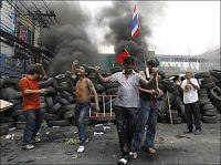 Rødskjortene ber Thailands konge om hjelp