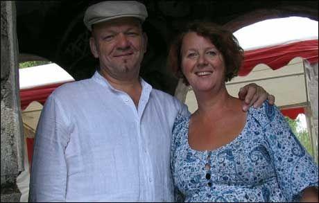 - SJOKKERT: Marion Arntzen og Harald Sundby driver Stensveen Resurssenter. Foto: Privat