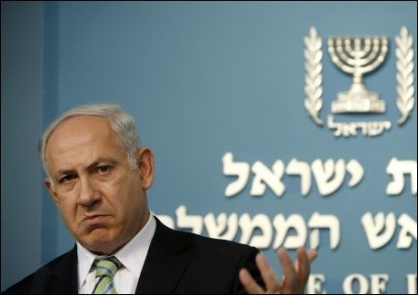KOMMER MED ANKLAGER: Israels statsminister Benjamin Netanyahu anklaget lørdag den libanesiske Hizbollah-bevegelsen for å opererer en base med langtrekkende Scud-raketter i Syria. Foto: Reuters