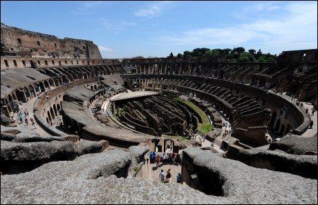 OVER BAKKEN: Dette er det turistene tidligere har kunnet se av Colosseum: Det som ligger over bakkenivå. Foto: AFP