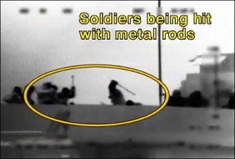 - BILDEBEVIS: Israelske myndigheter mener at dette bildet beviser at aktivistene angrep marinesoldatene. Bildet skal angivelig vise en aktivist som slår en soldat med en jernstang. Foto: AFP Foto:
