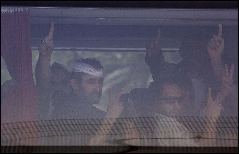 SENDES UT: Aktivister fra Gaza-flåten ankommer Ben Gurion-flyplassen utenfor Tel Aviv i Israel. Foto: AP Photo / Oded Balilty.