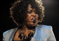 - Publikum forlot Whitney-konsert i sinne