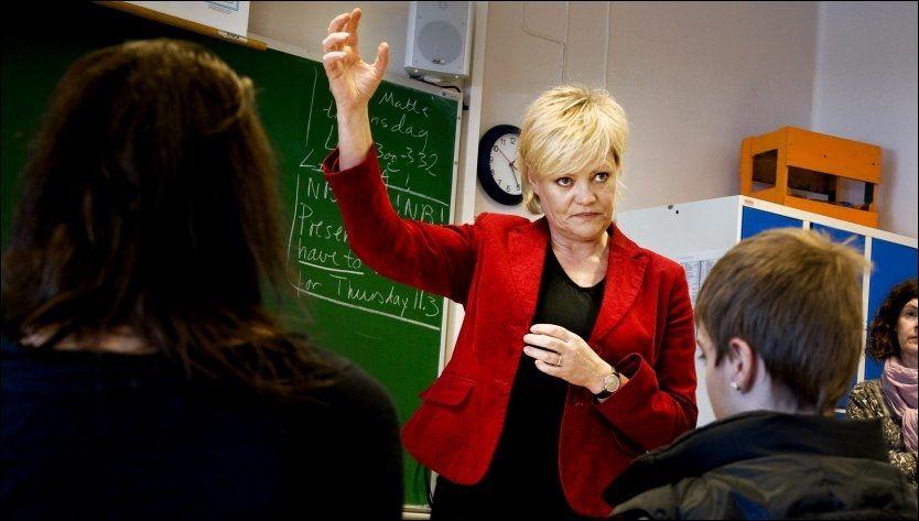 AVVISER: Kunnskapsminister Kristin Halvorsen tror ikke bussing av elever er en god måte å skape balanse i skolen. Foto: Line Møller