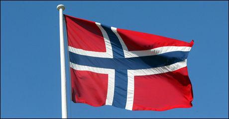 FLAGG: Slik har det norske flagget sett ut siden 1899. Flagget har vært plantet på Sydpolen, Nordpolen og på Mount Everest. Foto: Scanpix