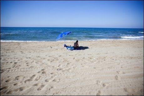 GOD PLASS: Det er ikke alle strender på Kreta som er fulle av folk. Foto: TERJE BRINGEDAL