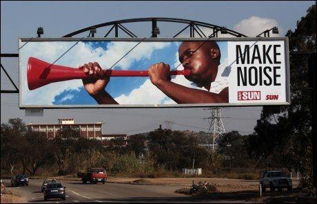 REKLAME: Dette reklameskiltet kan man se i Pretoria under VM. Foto: Reuters
