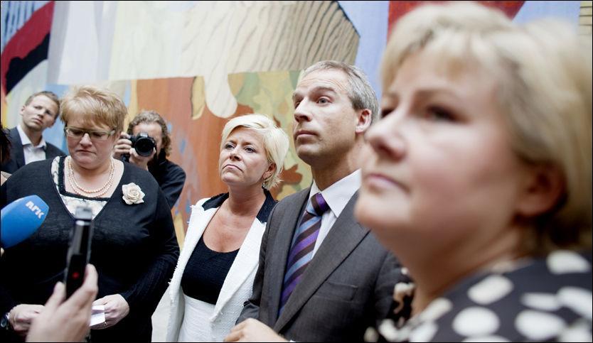 FØLER SEG FØRT BAK LYSET: Trine Skei Grande (V), Siv Jensen (Frp), Hans Olav Syversen (KrF) og Erna Solberg (H) mener olje- og energiminister Terje Riis-Johansen har brutt meldeplikten til Stortinget. Foto: Scanpix