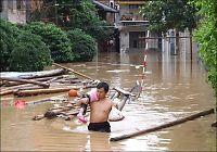 Over 130 fryktes døde etter uvær i Kina