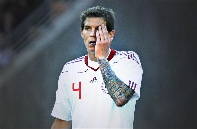 DEKKER ARMEN: Daniel Aggers tatoveringer dekker hele den venstre armen hans. Foto: Bjørn S. Delebekk