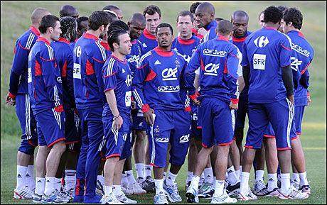 KOMPLETT KAOS: De franske spillerne nektet å trene i går. Foto: AFP