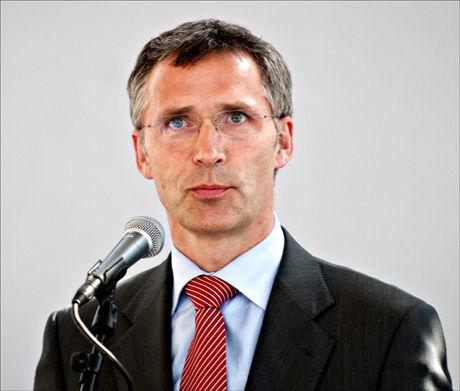 - DYP SORG: Statsminister Jens Stoltenberg sier det er i dyp sorg at han har mottatt budskapet om at fire soldater er drept i Afghanistan. Bildet er tatt ved en annen anledning. Foto: Scanpix