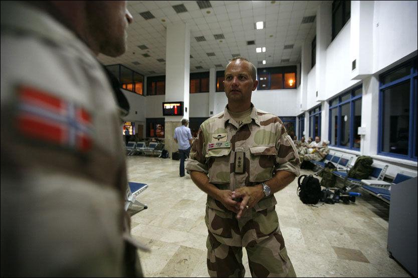PÅ VEI TIL AFGHANISTAN: Kontingentsjef Gjermund Eide avbrøt ferien og er på vei til Afghanistan. Bildet er tatt på mellomlanding i Tyrkia, sent tirsdag kveld. Foto: Rune Thomas Ege