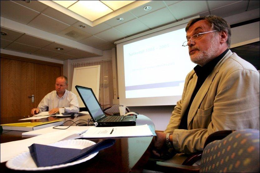 LÆRER: Direktør Erling B. Breivik (t.h.) og assisterende direktør Rolf Gunnar Jørstad i Norsk Pasientskadeerstatning (NPE) mener det er viktig at sykehusene lærer av sine feil. Foto: Scanpix