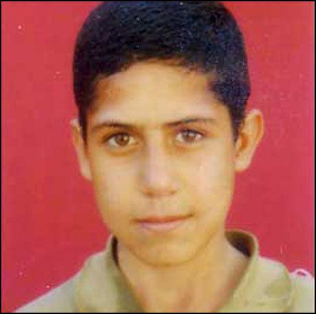 DØMT TIL DØDEN: Mohammad Reza Haddadi (nå 22) var knapt 15 da han fikk dødsdommen i Iran. Henrettelsen er utsatt fire ganger tidligere, men denne gangen frykter familien at det er alvor. Foto: Iran Human Rights