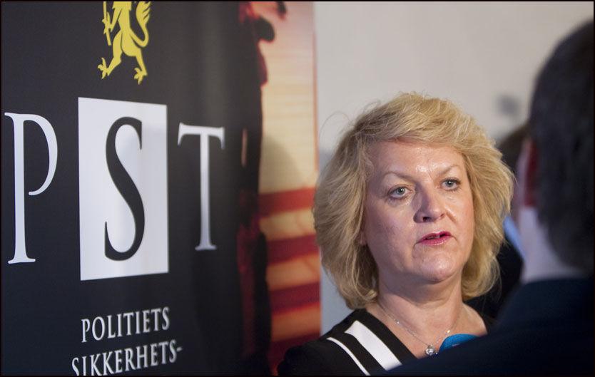 TRE PÅGREPET: PST-sjef Janne Kristiansen orienterte på en pressekonferanse torsdag om arrestasjonen av tre personer som er mistenkte for planlegging av terrorvirksomhet. Foto: Scanpix
