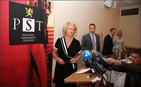 PÅGRIPELSER: PSTs sjef Janne Kristiansen holder i dag pressekonferanse om pågripelsene av tre personer som er mistenkt for å planlegge terrorangrep. Foto: Jarle Brenna