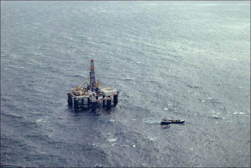 FALL I OLJEINVESTERINGER: Den stadig synkende investeringsviljen i oljebransjen kan ramme arbeiderne hardt. Illustrasjonsbilde: Scanpix