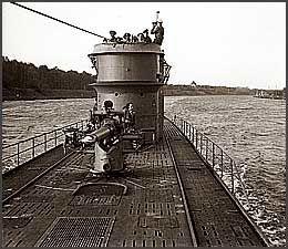 FØR KATASTROFEN: U-166 før den ble senket. Bildet er antakelig tatt i slutten av mai 1942 utenfor Kiel, før ubåten dro på tokt mot Amerika. Hun vendte aldri hjem. Ingen av mannskapene overlevde. Det finnes en rekke foto av U-166, da kaptein Hans-Günther Kuhlman var en ivrig amatørfotograf. Foto: PAST Foundation/D-Day Museum, New Orléans
