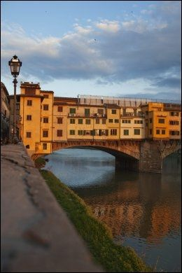 BERØMT BRO: Ponte Vecchio i Firenze. Foto: KARIN BEATE NØSTERUD / VG