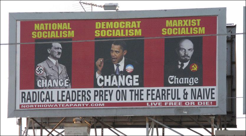 OMSTRIDT: Den ultrakonservative bevegelsen «Tea Party» i Iowa skapte forrige uke debatt med dette skiltet, som sammenligner president Barack Obama med Adolf Hitler og Vladimir Lenin. Foto: AP