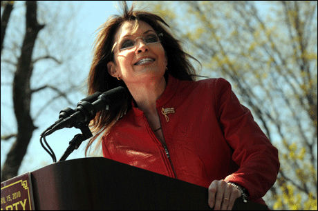 LEDERKANDIDAT: Sarah Palin taler på et «Tea Party»-møte i Boston i april. Foto: AFP