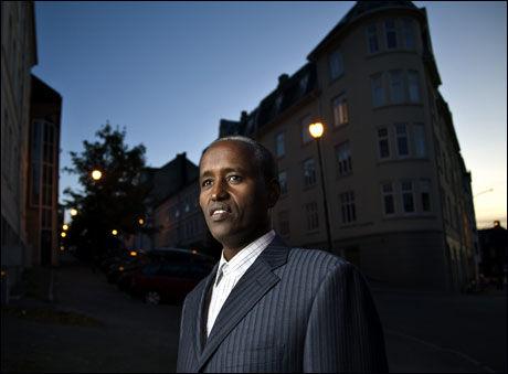 BEKYMRET: Ahmed Dirshe i den somaliske velferdsforeningen i Sør-Trøndelag er bekymret etter at den drapsdømte rømte fra St.Olavs hospital onsdag. Foto: Thor Nielsen, VG