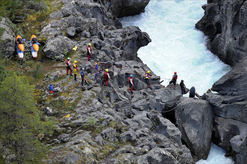 TRAGISK ULYKKE: Her rett ovenfor Ridderspranget i Sjoa, ble en mann funnet omkommet, to kilometer nedenfor ulykkesstedet. Foto: VG