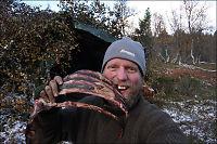 Kristoffer (34) har bodd i skogen i ett år