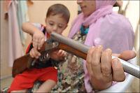 Irakiske mødre væpner seg for å forsvare barn og hjem