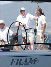 GJØR DET BRA: Kong Harald og Fram gjør det foreløpig bra i Spania. Her fotografert tidligere i uken, på fregattaens første dag. Foto: Afp