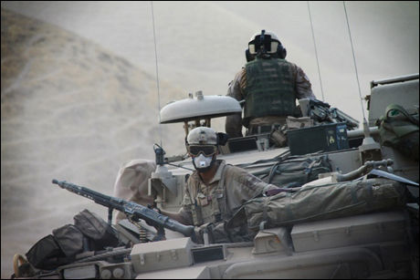 HARDE KAMPER: Norske soldater tok torsdag kveld kontroll over en terror-base nord i Afghanistan. Bildet er tatt for en uke siden under en operasjon i Meng Darrakht dalen. Foto: TMBN, PRT Meymaneh