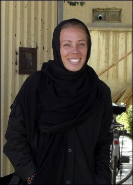 DREPT: Cheryl Beckett (32) skal ifølge sin familie ha sagt fra seg mange friheter for å følge afghansk skikk og bruk. Foto: AP