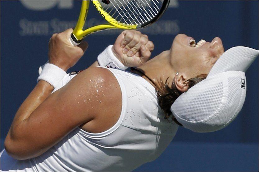 GLEDE: Svetlana Kuznetsova knytter nevene for seieren i San Diego. Foto: AP