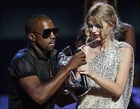Kanye West på scenen ett år etter skandaleopptredenen
