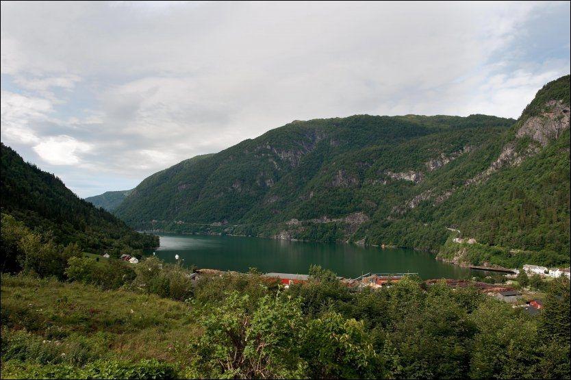 ETTER PLANEN: I Granvin i Hardanger skulle den planlagte kraftlinjen skrysse Granvinfjorden. Fjorden er en sidefjord til Hardangerfjorden. Foto: VG