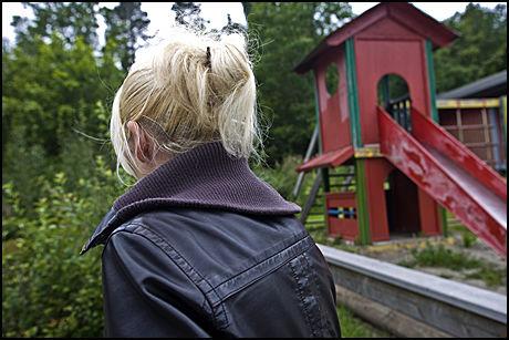 FORTSATT FENGSLET: Moren sitter fortsatt fengslet i Tønsberg. De sju andre personene som er siktet i saken ble løslatt onsdag kveld. Foto: Petter Emil Wikøren