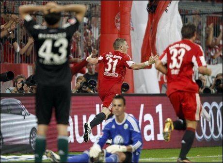 AVGJORDE: Bastian Schweinsteiger satte inn det avgjørende målet da Bayern München innledet årets Bundesliga-sesong med seier. Foto: AP