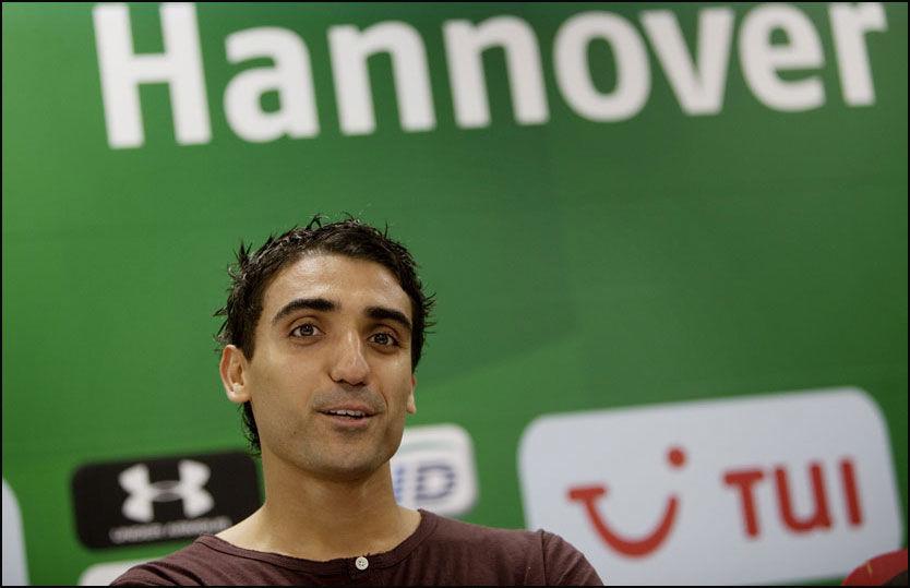 KLAR FOR DEBUT: Mohammed Abdellaoue, her fra presentasjonen i Hannover, kan debutere lørdag. Foto: Andrea Gjestvang