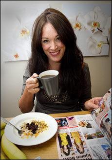 INGEN FROKOSTFRIK: - På hverdager får jeg en sjelden gang i meg litt frokostblanding, en yoghurt eller en banan til frokost, sier Ingeborg Heldal. Foto: Jan Petter Lynau